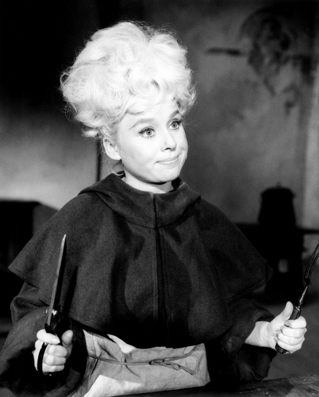 Barbara Windsor In Crooks In Cloisters