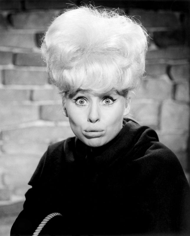 Cheeky Barbara Windsor In Crooks In Cloisters