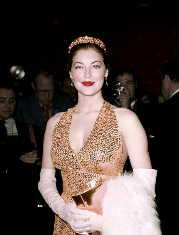 Ravishing Everett At The Premier Of Barefoot Contessa