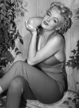 Marilyn Monroe Relaxes in Palm Springs