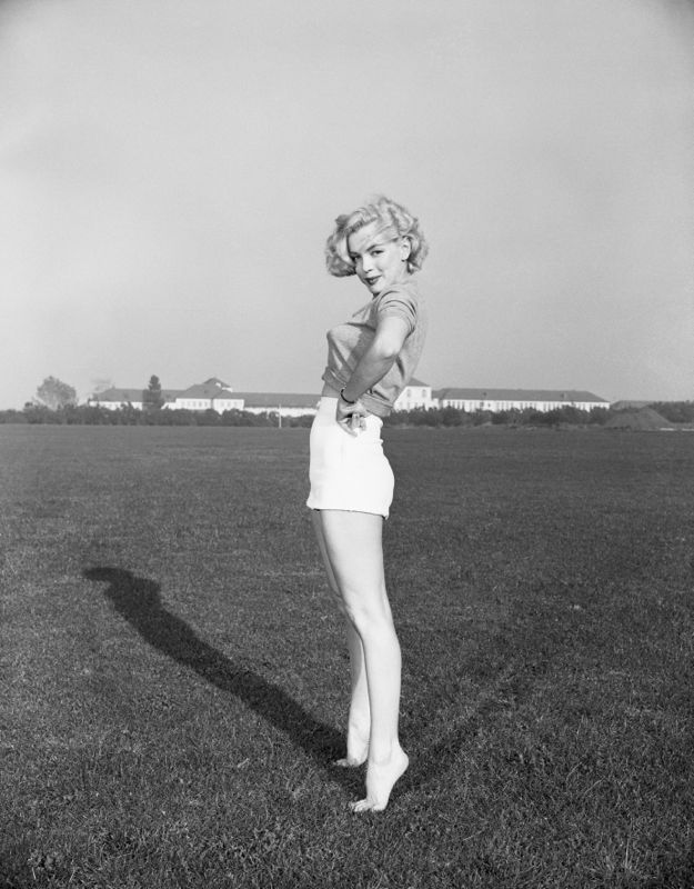 Marilyn Monroe on Tip Toes