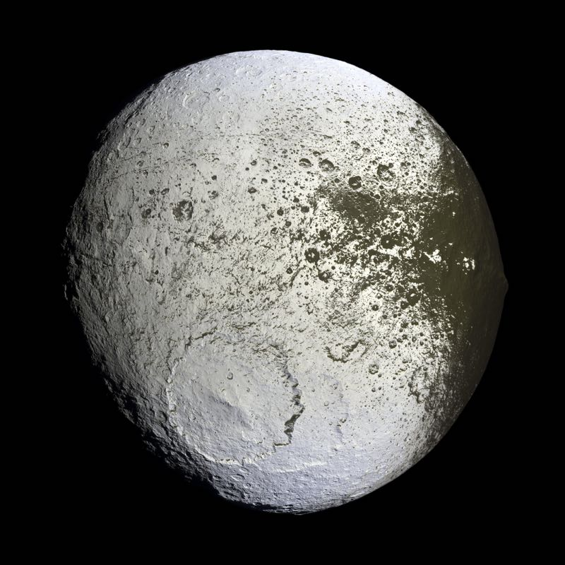 Saturns Moon Lapetus
