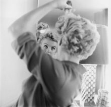 Marilyn Makes Up
