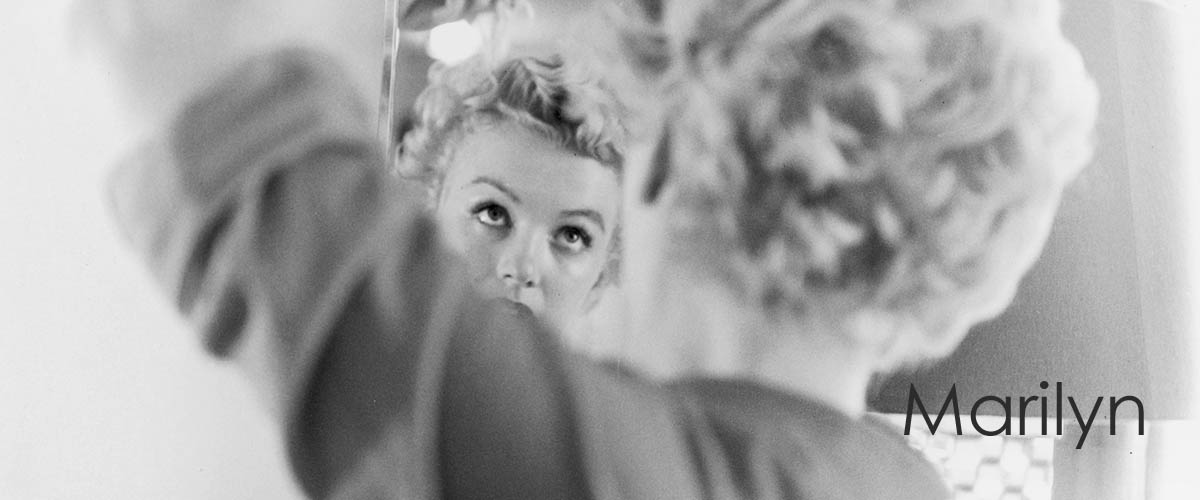 circa 1951: American actor Marilyn Monroe (1926 – 1962) fixes her hair in front of a Mirror Trinity Group Archives. (Photo by Hulton Archive/Getty Images)