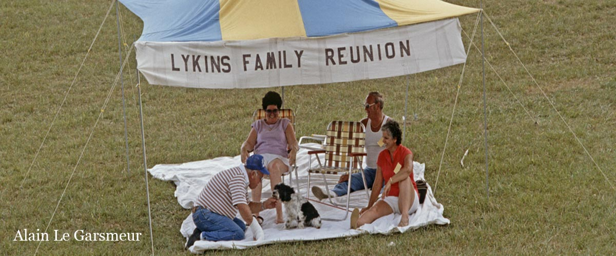 A small gathering for a family reunion during a Bluegrass concert in Kentucky, USA, August, 1984. (photo ALAIN LE GARSMEUR) Note All prints are produced as Limited Edition C Type prints and are stamped & numbered on the front. Edition size varies with print size : 10×12″ ed. of 100 | 12×16″ ed. of 50 | 20×16″ ed. of 30 | 20×24″ ed. of 25 | 30×20″ ed. of 20 | 40×30″ ed. of 15 | 60×40″ ed. of 10